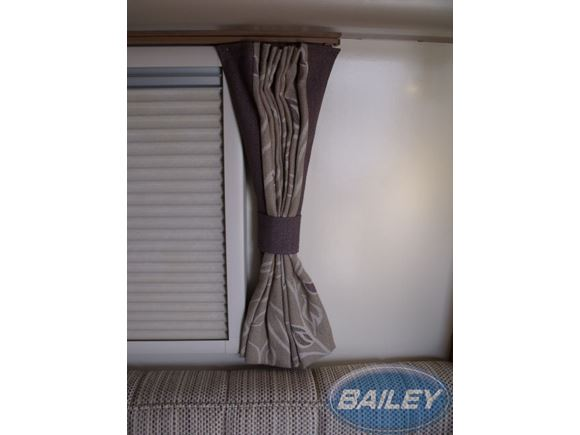 Uni III Curtain w/ Tie 750x630mm Kensington Pair product image