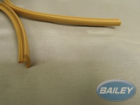 "9mm  ""T"" Barb - Foiled Pear per metre product image"